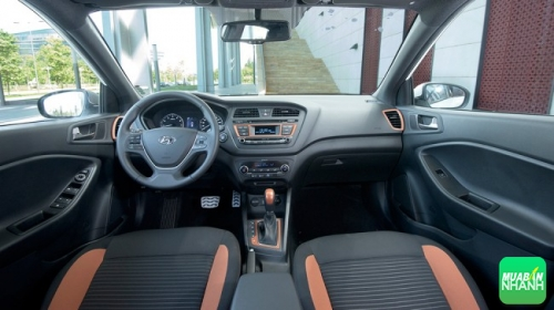 Nội thất Hyundai i20 active