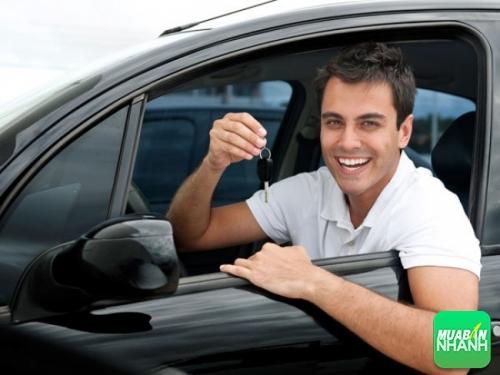 mua xe ôtô cho người trẻ tuổi