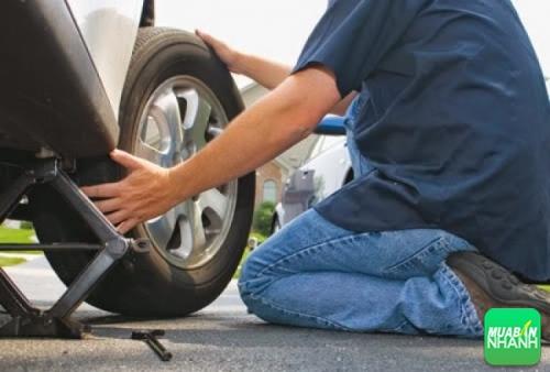 Chăm sóc lốp xe, một trong các yêu cầu quan trọng của bảo dưỡng ôtô