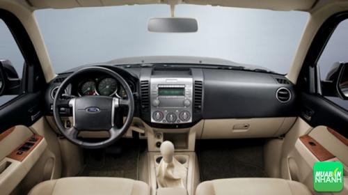 Nội thất của ôtô Ford Everest