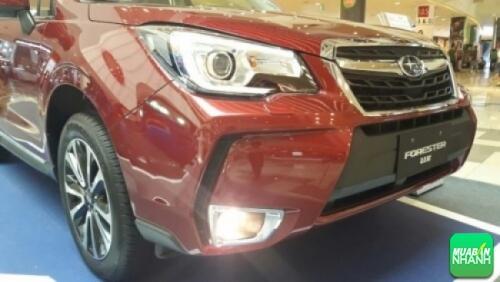 """Đặc biệt """"đôi mắt"""" của Subaru Forester 2017 có chức năng xoay theo hướng đánh lái của volant, khá tiện lợi. Ngoài ra, điểm nổi bật nhất chính là dải đèn DLR LED hình chữ """"C"""" sắc sảo."""