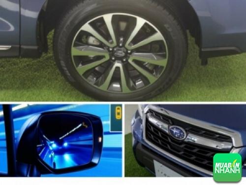 Lưới tản nhiệt của Subaru Forester 2017 được cách điệu hình đa giác khá cân đối. Phần viền to bản được mạ chrome phối cùng logo màu xanh biểu tượng chòm sao Pleiade nổi bật.
