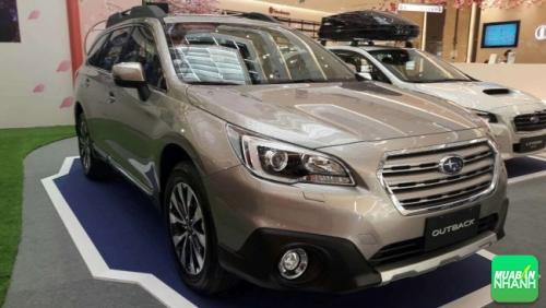 Phần đầu xe Subaru Outback 2017 là cụm đèn pha HID, bi Xenon kết hợp với đèn ban ngày dạng LED có khả năng bật/tắt và điều chỉnh gần/xa hoàn toàn tự động.