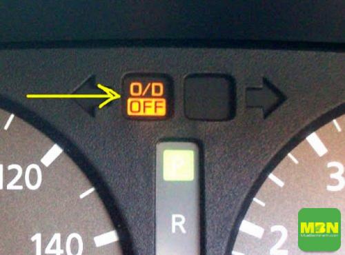 Khi tắt chức năng O/D, xe sẽ không cho hộp số hoạt động ở số cao nhất mà giới hạn ở số thấp hơn để tăng sức kéo cho xe.